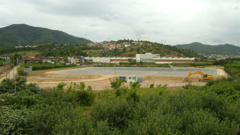 Bombeamento, condução e balsa em Vall Baixa
